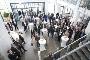 """Aus dem gesamten Kreisgebiet kommen regelmäßig zahlreiche Unternehmer zusammen, um sich bei """"viertelvoracht"""" auszutauschen. Bild: Tameer Gunnar Eden/Eifeler Presse Agentur/epa"""